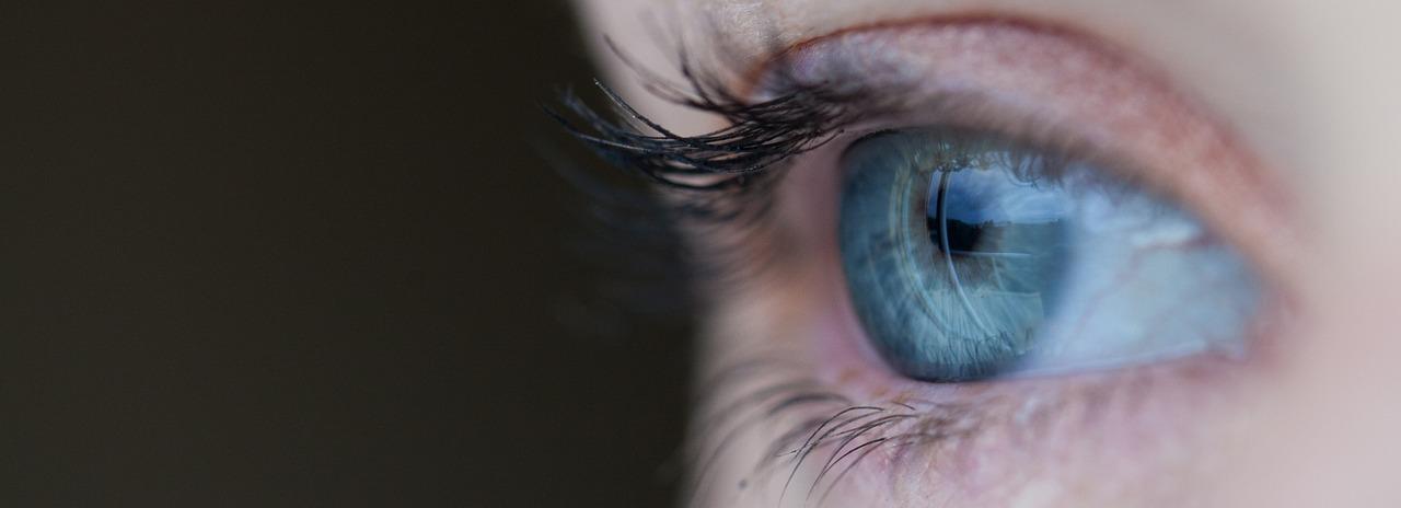 Cómo eliminar las bolsas de los ojos con la cirugía plástica