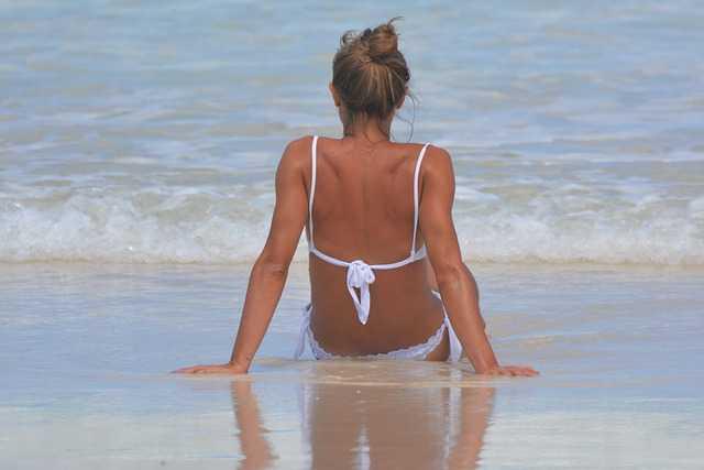 Cuándo se puede tomar el sol después de un aumento de mamas: Cuidados esenciales