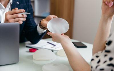 ¿Existe probabilidad de rechazo de los implantes mamarios?
