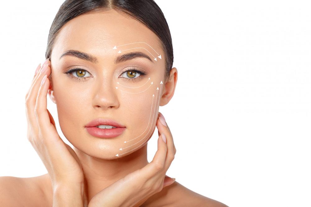Hilos tensores para eliminar las arrugas ¿Funcionan como un lifting? Te lo contamos en nuestro blog de cirugía estética