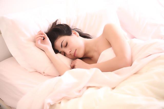 Cómo dormir después de un aumento de pecho