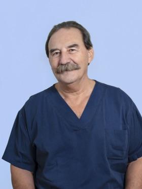 Patricio Bourgeois es el anestesista presente en las operaciones de cirugía estética del dr. Gustavo Sordo