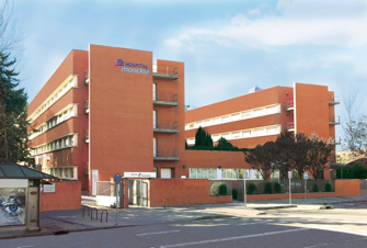 El Dr. Gustavo Sordo opera en el hospital de la Moncloa